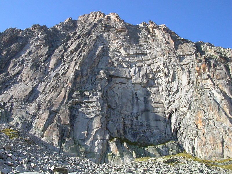 A close up of the impressive south face of the Chli Bielenhorn