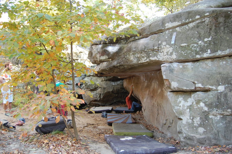 Rock Climbing Photo: Flat Roof Boulder.Lea's Problem starts at the othe...