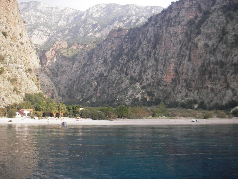 another boat-accessed beach with huge limestone cliffs behind it.  There is good DWS right of this beach and all along that shore.
