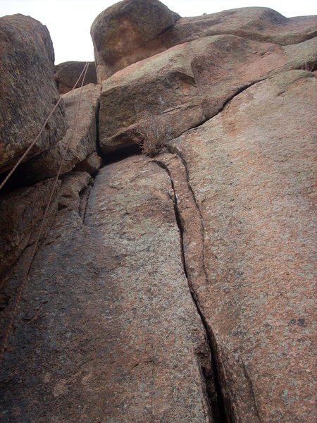The route follows the crack then goes left through overhangs.