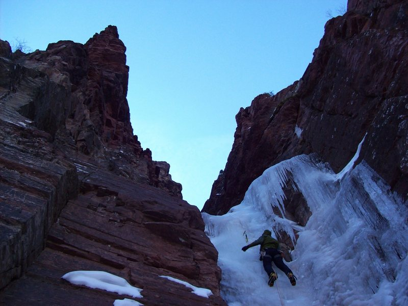 Rock Climbing Photo: Pitch one of Campground Couloir. Photo by Andiken.