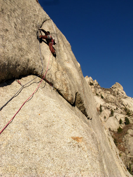 Lance beginning the crux section on the FFA of the 4th pitch of The Lateral Fin.