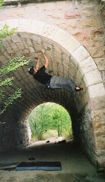 Limestone bridge bouldering in Colorado Springs