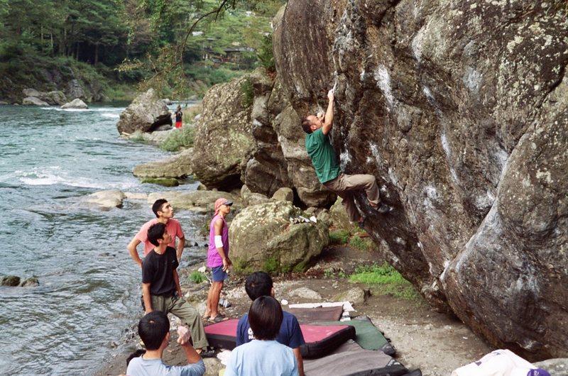 Rock Climbing Photo: The 'Ninja Rejector' boulder, Mitake.