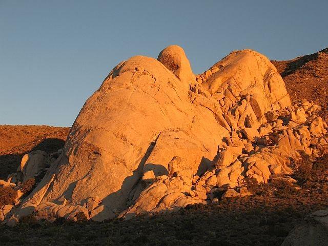 Rock Climbing Photo: Saddle Rocks aglow just before sunset, Joshua Tree...