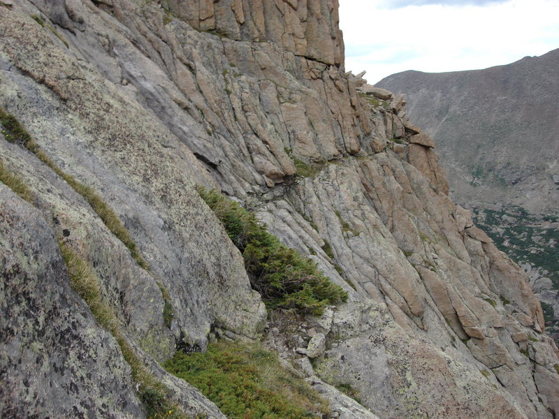 Photo of Ledge 1 looking northeast toward the bottom of Arrowhead Spire.  This ledge can be traversed (class 3) to approach or escape from routes on Arrowhead Spire and the East Buttress.
