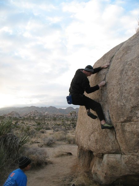Moving into the crux of Peabrain (V4), Joshua Tree NP.
