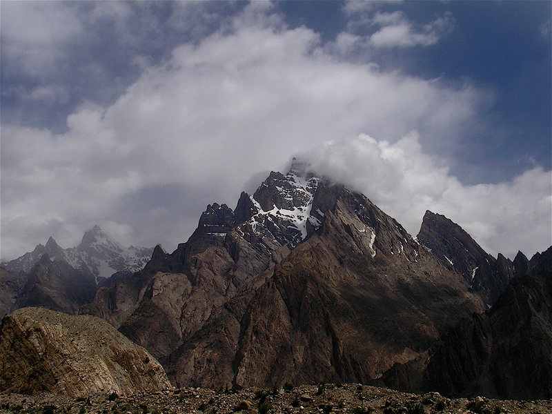 Rock Climbing Photo: Unnamed Unclimbed peak at the snout of the Biafo G...