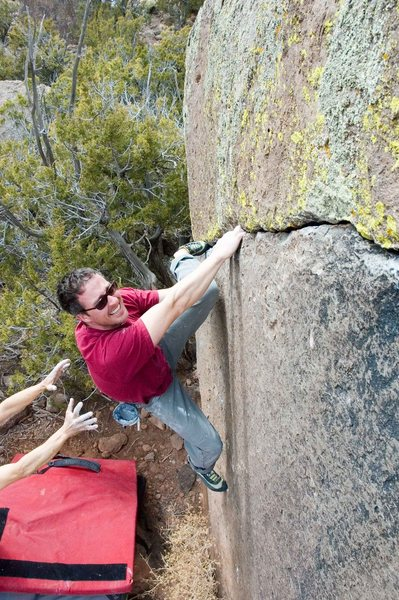 Eric Whitbeck warming up on the crack traverse, a couple of moves in.