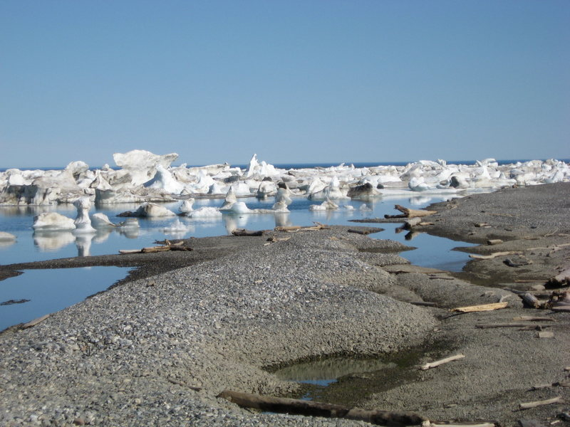Ice along Artic Ocean