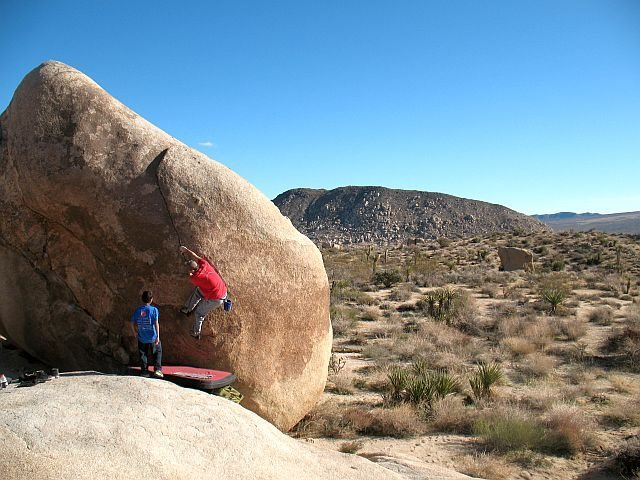 James at the start of Cleavage (V2), Joshua Tree NP