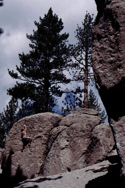 Bouldering at Deadman's Summit. Sierra Eastside.