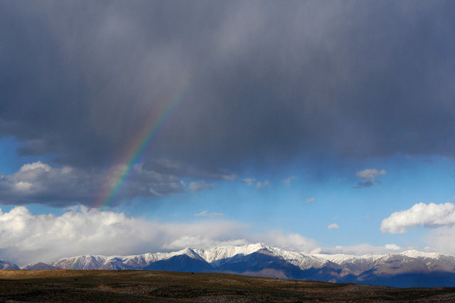 Rock Climbing Photo: Rainbow over the Eastern Sierra, as viewed from th...