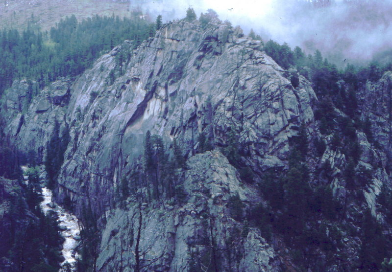 Misty mountain tops in Dream Canyon, photo: Bob Horan.