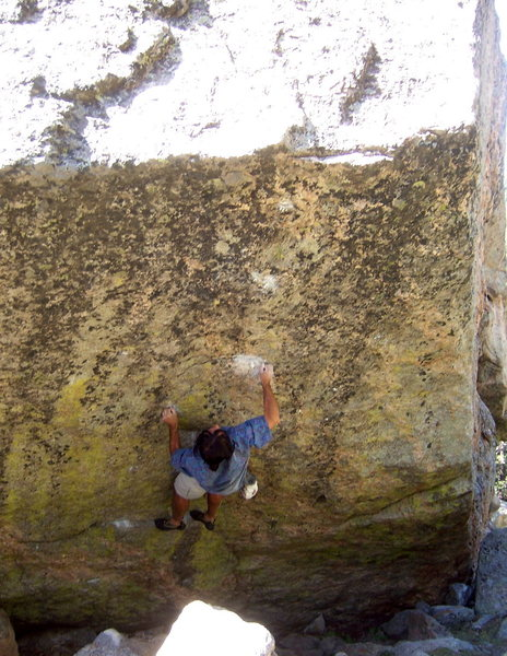 Bouldering on the Dali Block, Chicago Lakes Area.