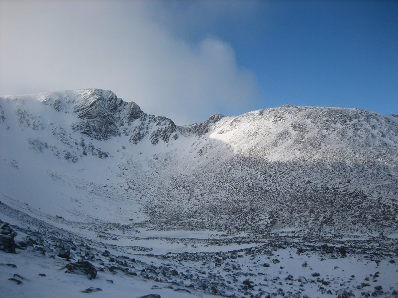 Fiacaill Ridge, right side of the Coire