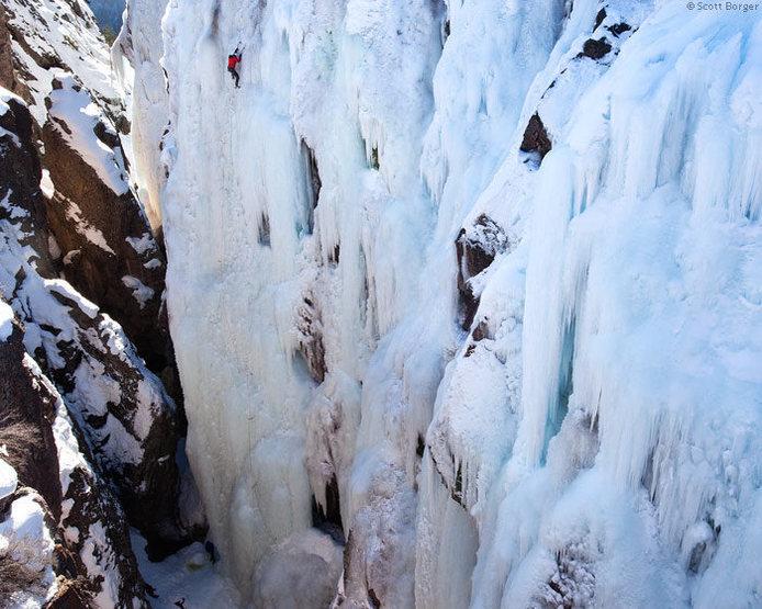 Rock Climbing Photo: Near the top of 'Pick o the Vic' (WI4) on a bluebi...