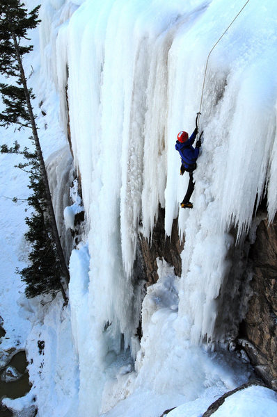 Rock Climbing Photo: Mark gets on some steep ice at the Five Fingers ar...