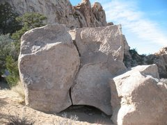 Rock Climbing Photo: Papa Boulder (East Face), Joshua Tree.
