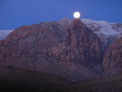 Rock Climbing Photo: Black Velvet Peak moonset