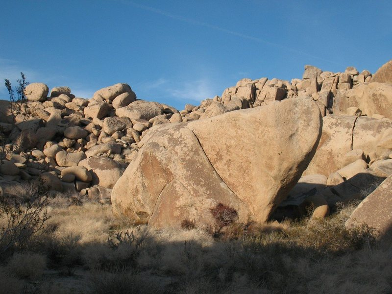 Rock Climbing Photo: The Dripper Boulder, Joshua Tree.