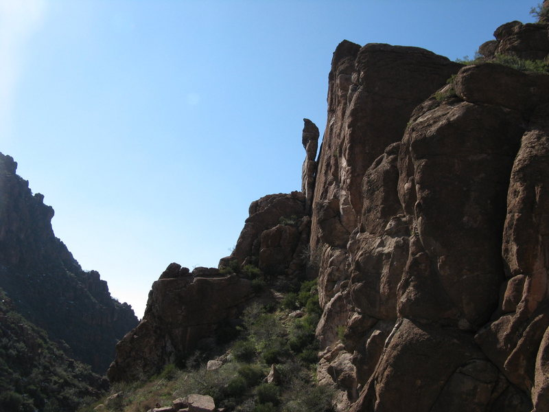 Rock Climbing Photo: Looking west...unidentified route is on flat face ...