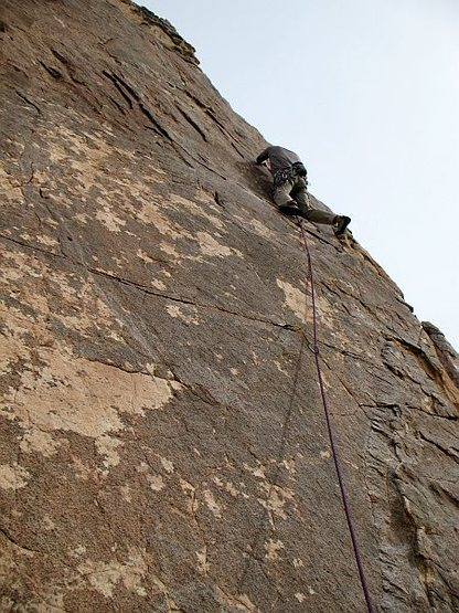 Getting gear in the upper horizontal on Kona (5.10a), Joshua Tree NP