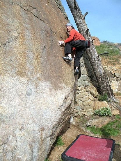 Pressing it out on the Beehive Mantle (V0+), Mt. Rubidoux
