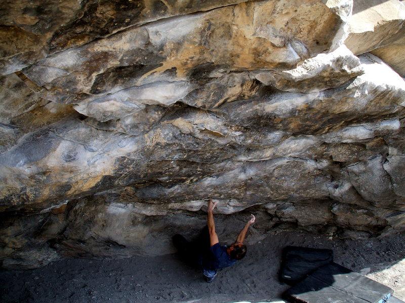 Morrison bouldering master Rufus Miller traverse training in the Black Hole, Morrison Wall, photo: Bob Horan.