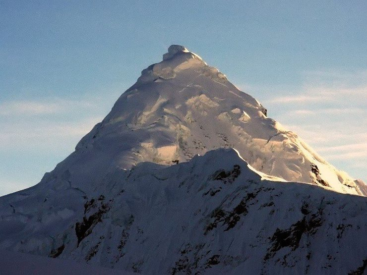 Summit area of Tocllaraju.