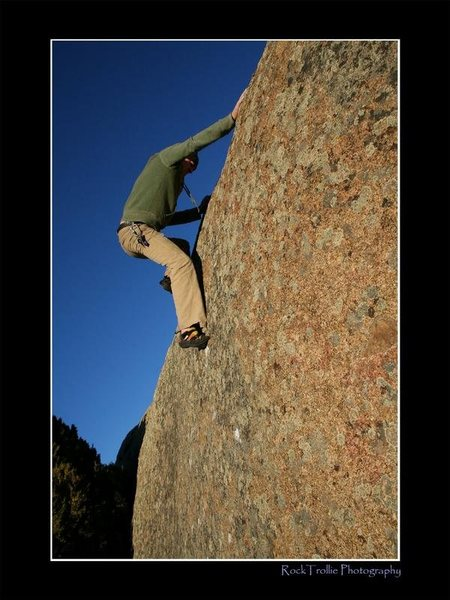 Learning curve- V2 Pedro Mtns, at base of Dome Rock<br> <br> Mike Ranta making his send