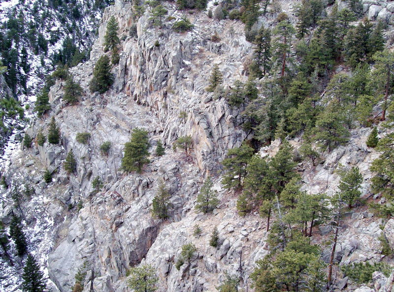 Rock Climbing Photo: The Chamber can be seen right of the Green House r...