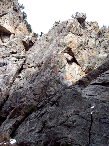 Rock Climbing Photo: Orion follows the right leaning thin crack, Digger...