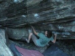 Jobot sticking the undercling sidepull on Seeing Eye Bitch, V7.