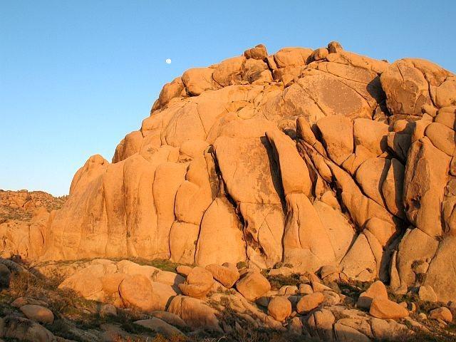 Rock Climbing Photo: Saddle Rocks, Margheritaville