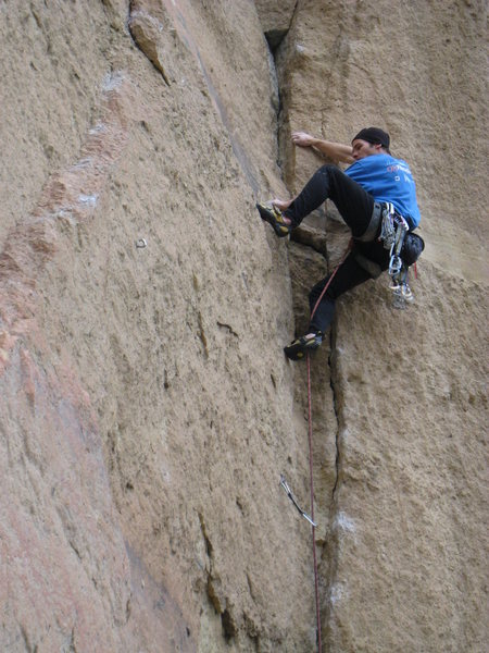 Rock Climbing Photo: The route begins with relatively easy liebacking &...
