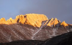 Rock Climbing Photo: Evening alpenglow on the west face of Longs Peak. ...
