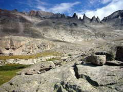 Rock Climbing Photo: West face of Longs Peak and Keyboard of the Winds....