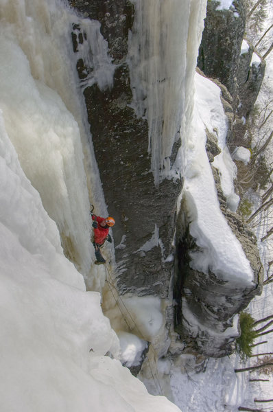 Rock Climbing Photo: Kama Bay, Ontario. Crux of PG-13. March '09. Photo...