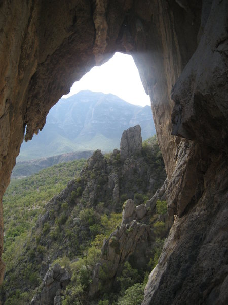 Rock Climbing Photo: A view through the looking glass