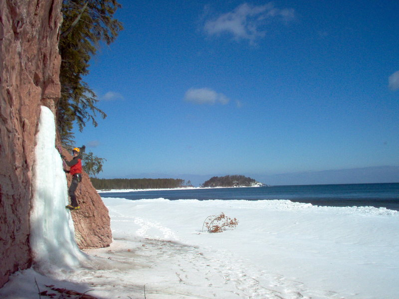 Rock Climbing Photo: Looking down the shore twords little presque isle ...