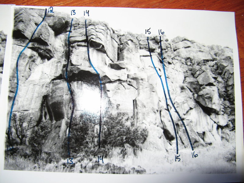 Estante Edge right (north) side.<br> <br> These are photos of photos (no scanner available to me) from the old LA rock guide that I worked on in college. Route numbers may or may not correspond to routes on the site, you'll have to take everything here with a grain of salt.