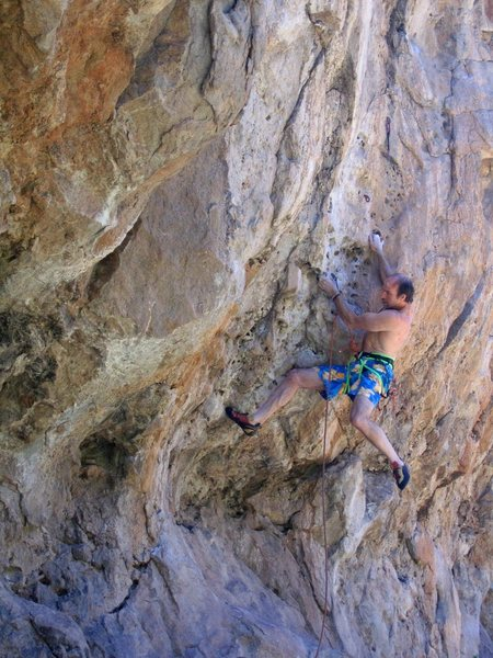 Peter pulling pockets on the start of Monster Slayer/Cyclops before the routes split above the third bolt.