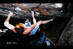 Rock Climbing Photo: Bouldering at Peter's Kill.  Jefe V10.