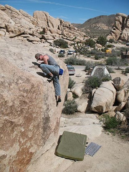Topping out on Mantle of the New Adonis (V2), Joshua Tree NP<br>