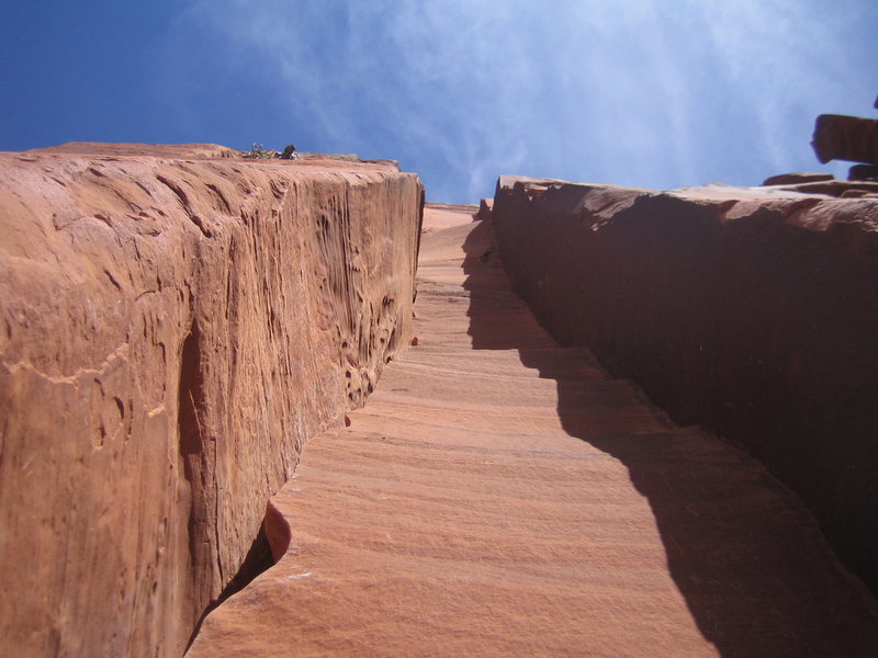 Looking up the 3rd pitch stembox. Amazingly fun feature to climb.