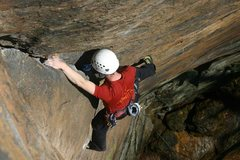 Rock Climbing Photo: Otey fishes in a #3 camalot before climbing out of...