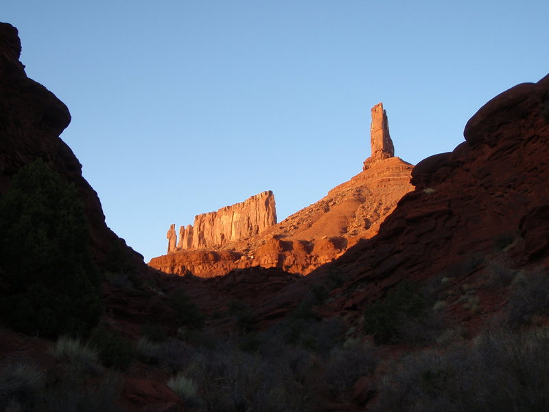 Rock Climbing Photo: The sun sets on some beautiful towers.