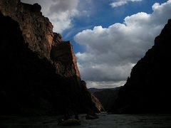 Rock Climbing Photo: Looking upstream at grapevine buttress,  V 5.10 A4...