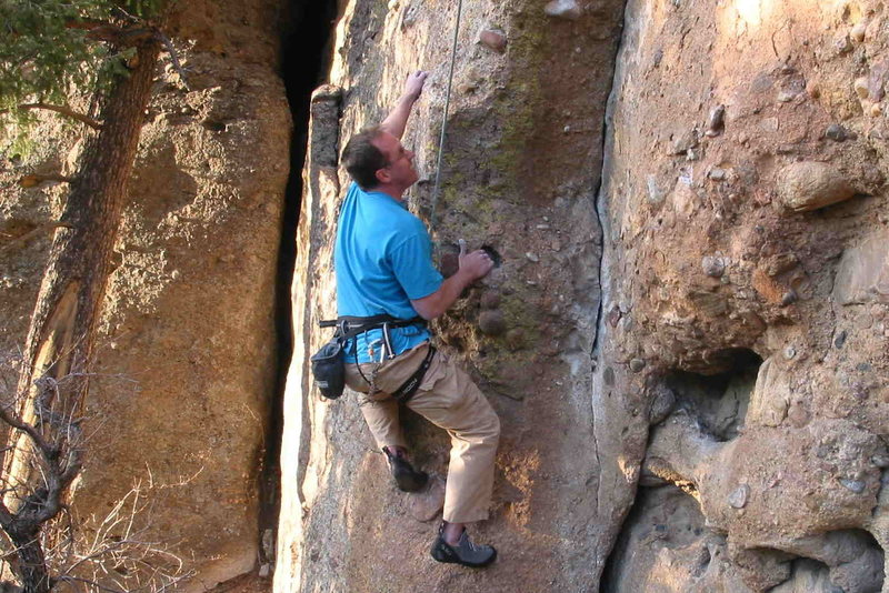 April 2009 - finally back on rock after a distal biceps tendon rupture...  climb is start of Invaders from the North (Castlewood)